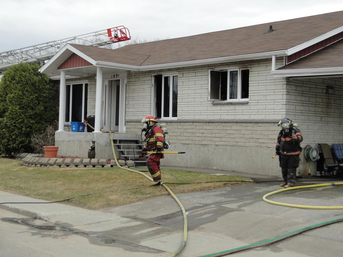 Incendie à Dolbeau-Mistassini : Le feu circonscrit à l'intérieur de la résidence