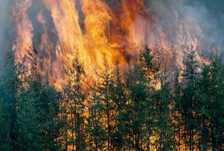 Chutes-des-Passes : Le feu continu sa progression