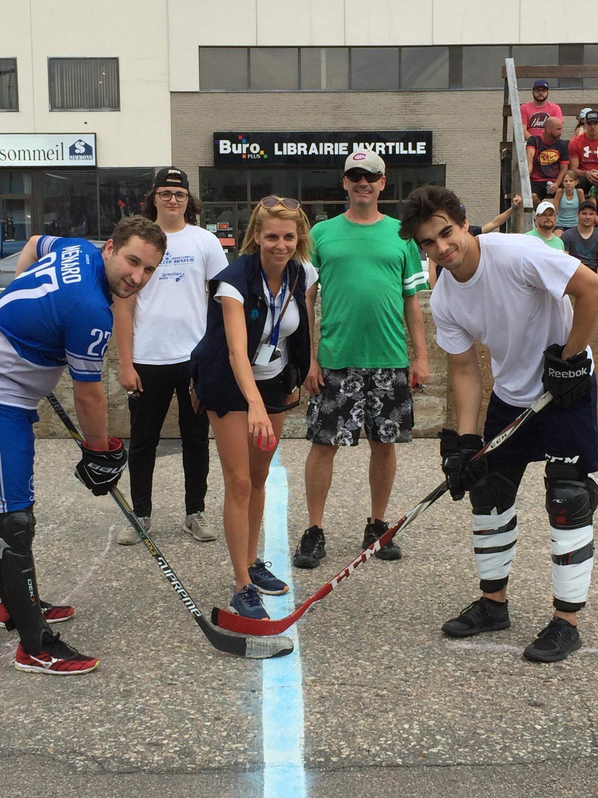 En images: le tournoi de hockey balle et le défilé du Festival du Bleuet