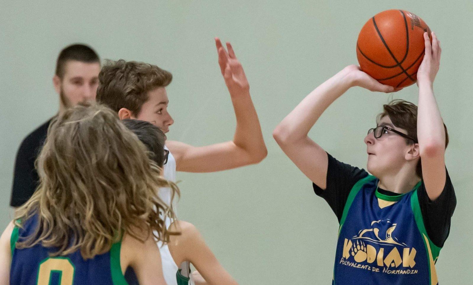 Basketball scolaire à Normandin : la fierté de toute une école!