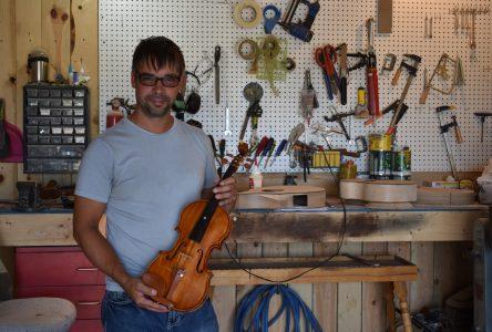 Luthier de formation : Patrick Girard donne une âme au bois