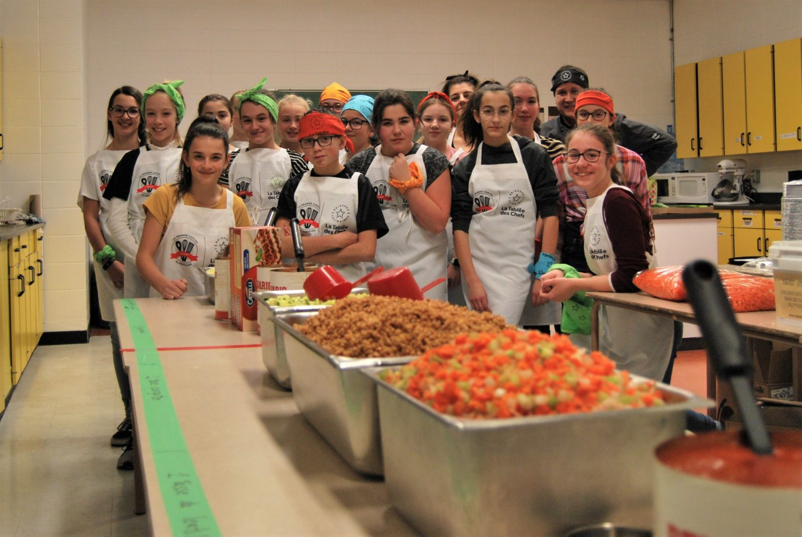 Les jeunes préparent plus de 50 lasagnes