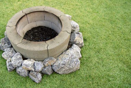 Tendance en aménagement paysager : le foyer extérieur