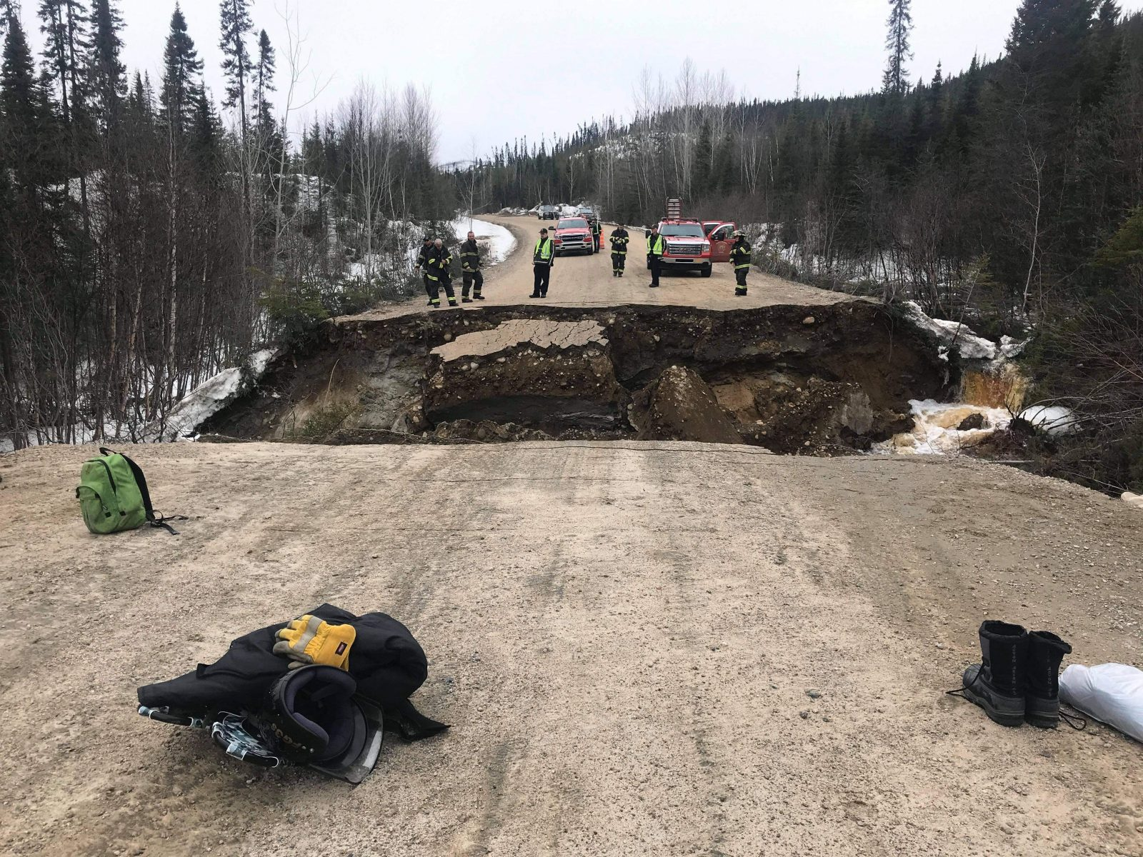 Chemin forestier Résolu : motoneigistes ramenés sains et saufs