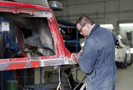 Carrossiers et peintres en carrosserie : Garage Denis Ménard doit recruter jusqu'au Maroc