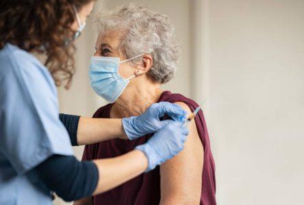Vaccination: soutien offert aux personnes aînées