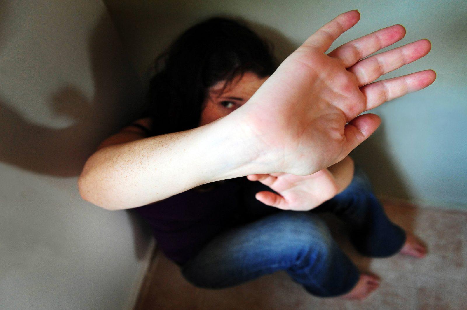 Violence conjugale: les demandes d'aide explosent