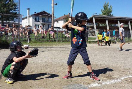Jour de la marmotte pour le baseball et la balle lente