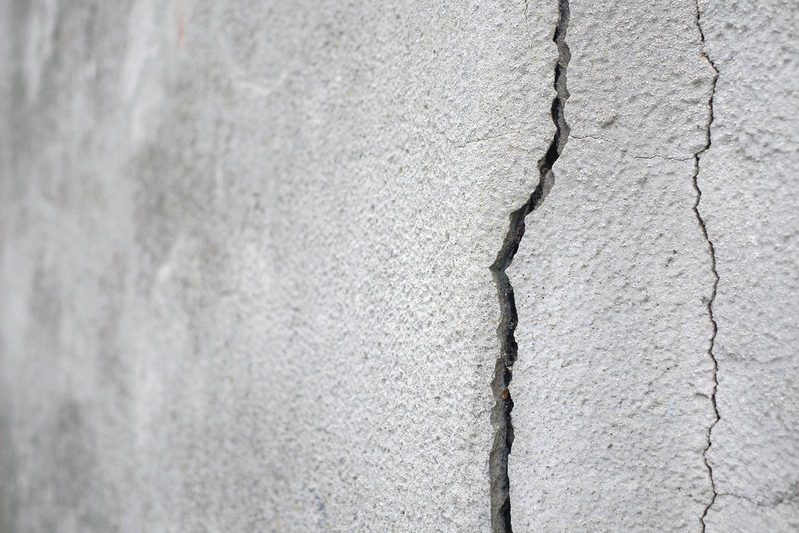 Remplacer ou réparer un linteau de béton fissuré ?