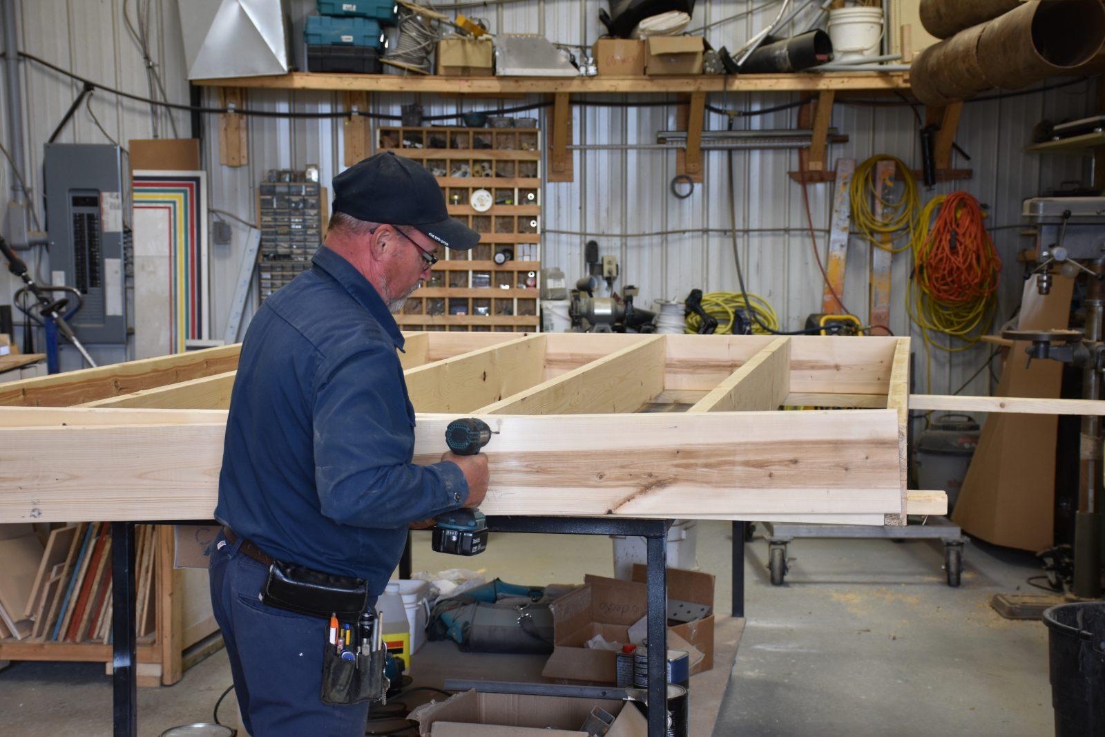 Patio Deck-O allie forte croissance et coûts des matériaux élevés